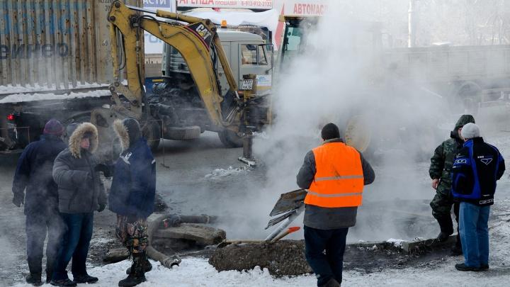 Власти Новосибирска перекрыли две дороги из-за аварий на теплотрассах