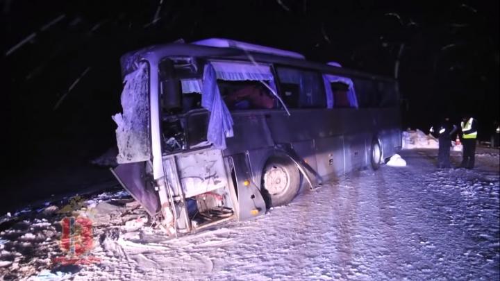 Выросло число погибших в аварии с автобусом на трассе. ГИБДД проверяет перевозчика