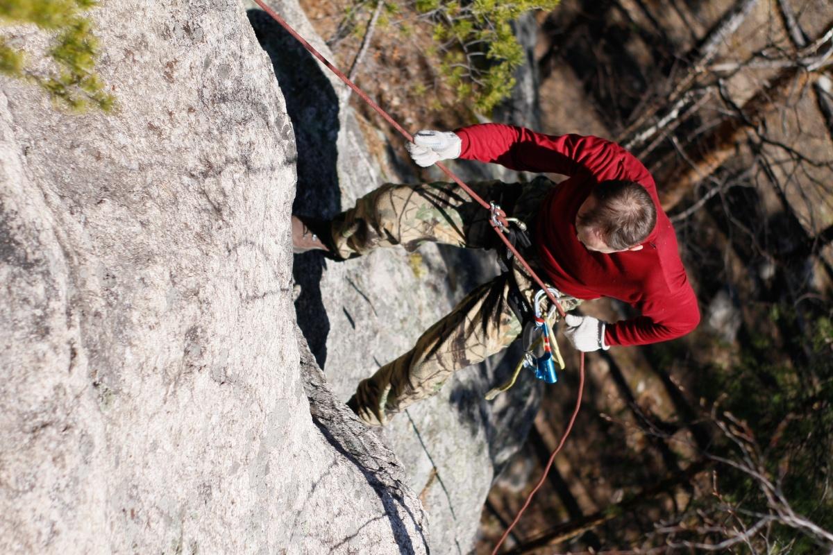 На Кырманских скалах есть где испытать скалолазное снаряжение