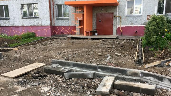 Подрядчик клятвенно пообещал завершить ремонт в разбитом дворе на левобережье