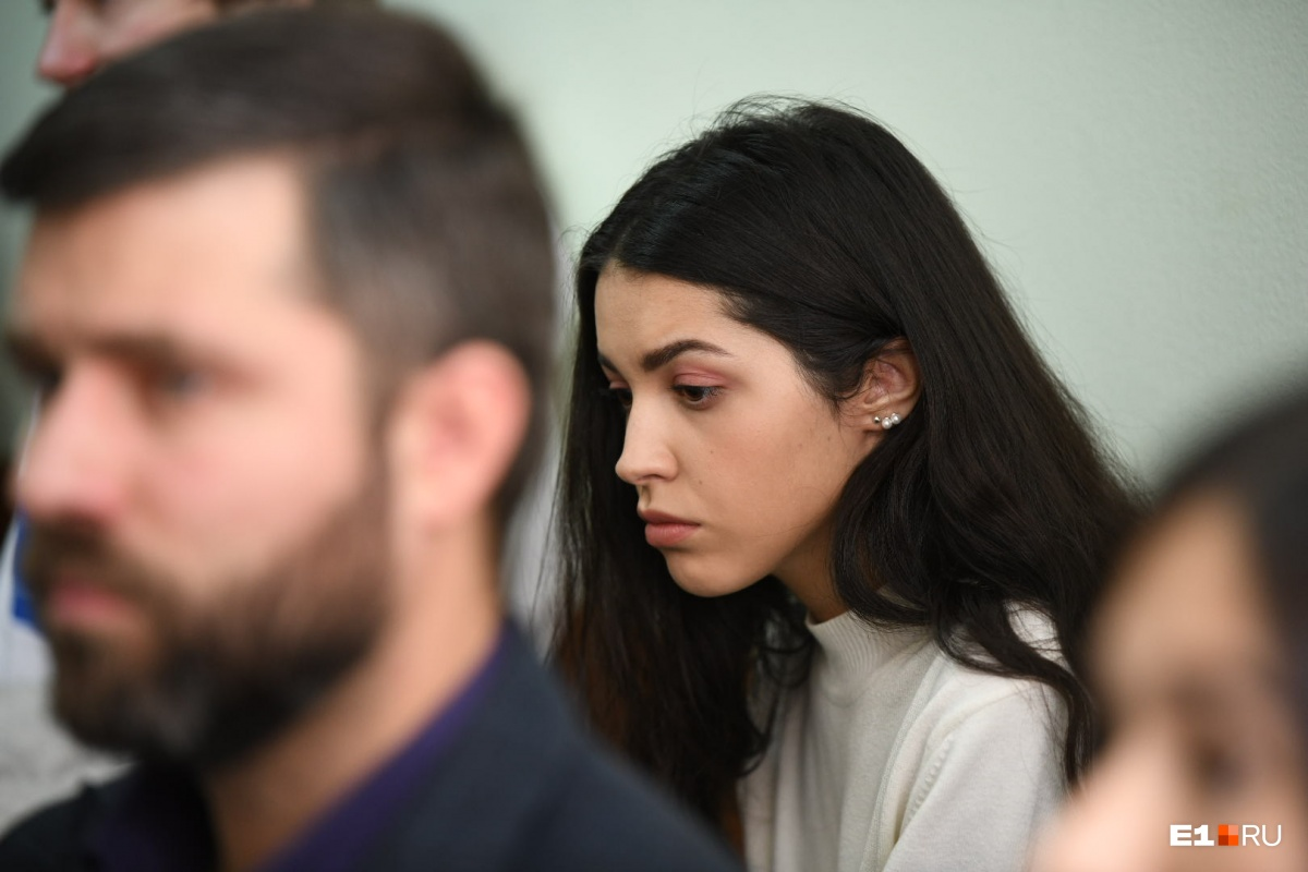 Девушка Васильева сегодня тоже пришла в суд