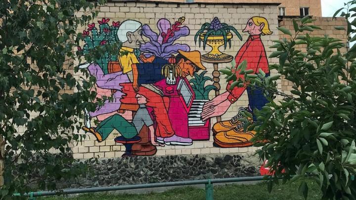 «Люди не умеют ни на чем фокусироваться»: в Екатеринбурге появились граффити о клиповом мышлении