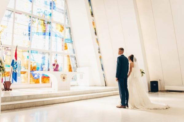 Иностранцы используют брак для получения гражданства
