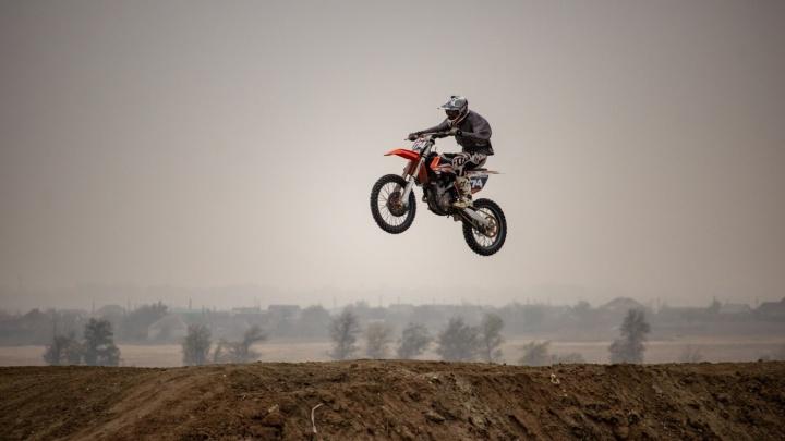На мотоциклах, машинах и «монстрах»: волгоградцев зовут на экстремальные гонки в Советском районе