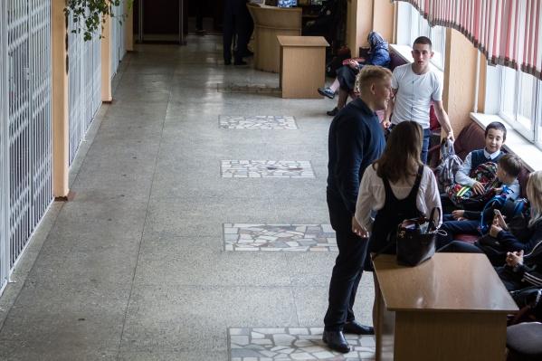 Новосибирцы жалуются на слабых учителей, переполненные классы, но и идея домашнего образования кажется некоторым чересчур рисковой