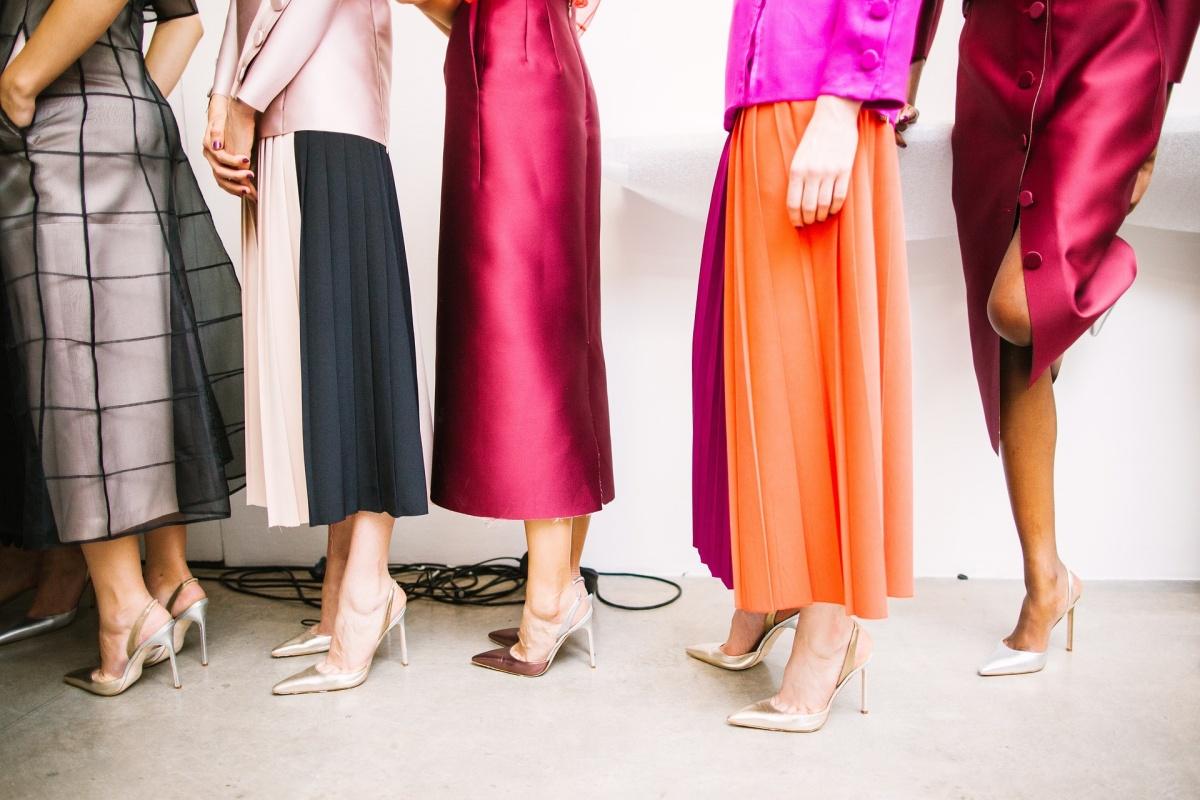 Много платьев и их основной выбор при покупке свидетельствуют о том, что женщина живет в настоящем, принимает осознанные решения и проявляет жизненную активность⠀