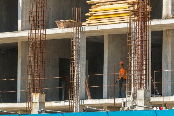 На месте спортивного объекта уже есть несколько 25-этажных домов
