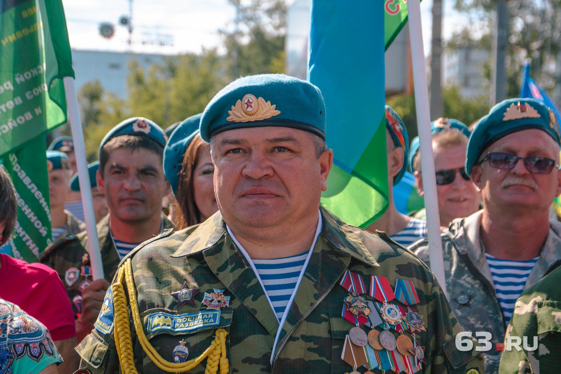 Ирек Кашапов во время церемонии наградил своих сослуживцев и коллег<br><br>