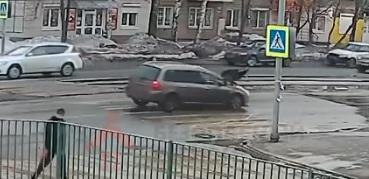 «Машину на спецстоянку, водителя — в спецприёмник»: в Ярославле сбили двух 12-летних девочек. Видео