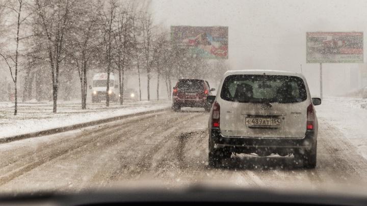 Метель на дорогах: новосибирских водителей предупредили о плохой видимости на трассах