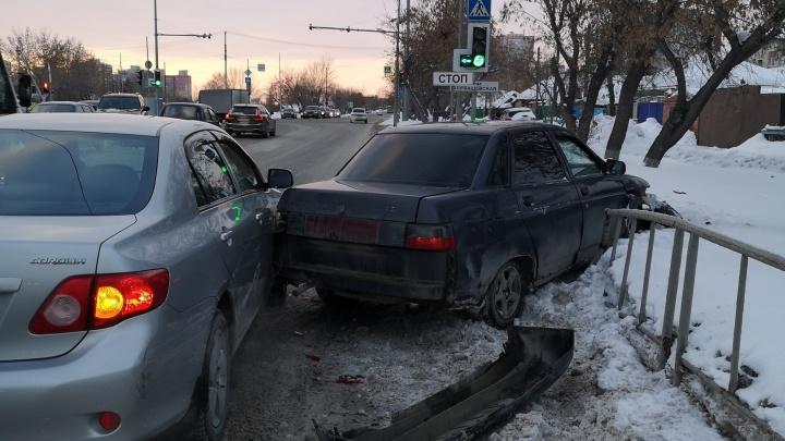 «Не обессудьте, мы уходим!»: тюменская полиция ищет автомобилиста, сбежавшего с места ДТП