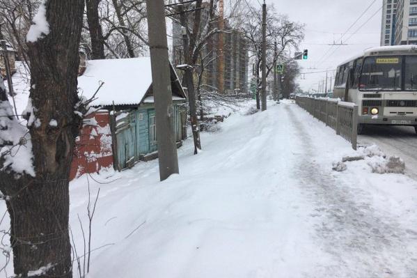 Сугробы на улице Щербакова
