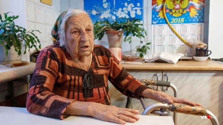 «Верните мой блестящий гаражик»: 90-летнюю участницу Сталинградской битвы отрезали от внешнего мира