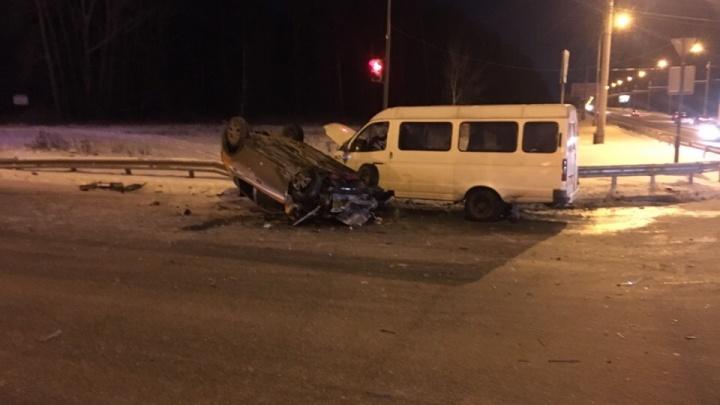 На Объездной «газель» столкнулась с каршеринговым автомобилем, водитель попал в больницу