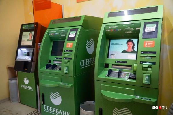 Иногда в зону банкоматов можно попасть только во время работы отделения