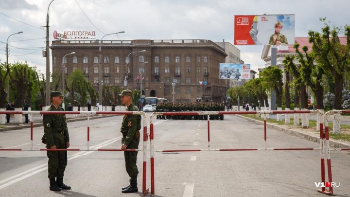 В Волгограде второй день подряд главную площадь города закрывают от машин