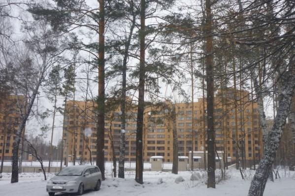 Кирпичные многоэтажки возле нового главного корпуса НГУ уже несколько лет считают самым престижным жильём в городе