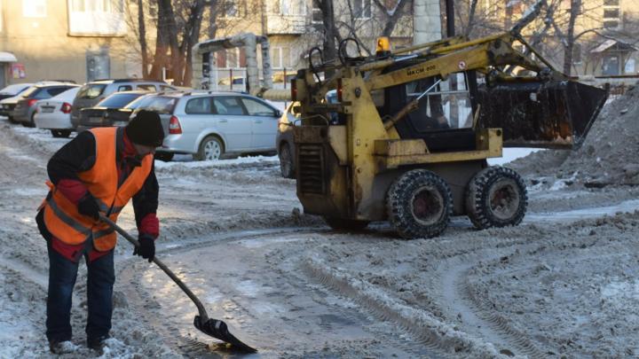 Срок — неделя: власти Кургана потребовали от управкомпаний почистить дворы от снега