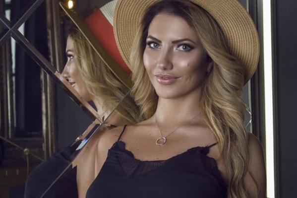 Альмира была моделью, снималась и для рекламы магазинов одежды