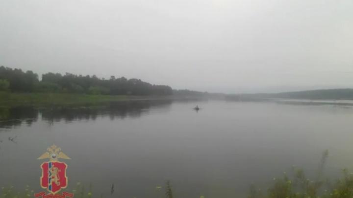 Запутавшегося в лескепожилого рыбака едва успели выловить в красноярском озере