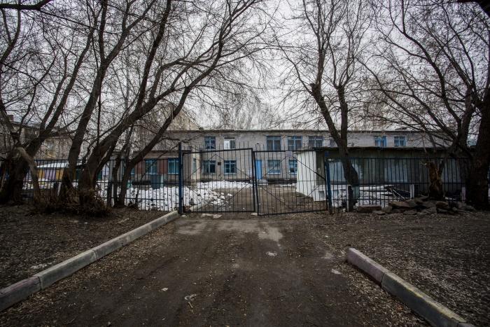 Некоторые проезды детского сада на проспекте Дзержинского, 59/1 заасфальтированы