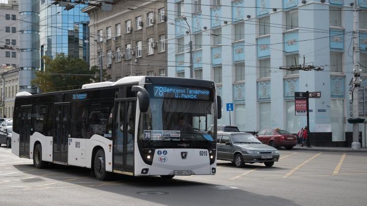 «Дочь, вцепившись в мою руку, бежала за автобусом»: ростовчанку зажало дверями в транспорте