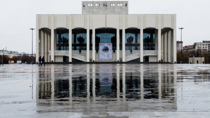 На фасаде Театра-Театра на Рождество устроят проекционное видеошоу