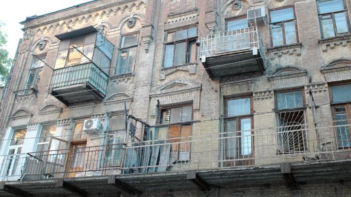 Жить нельзя расселить: в Ростове жильцы аварийного дома остались один на один со своей проблемой