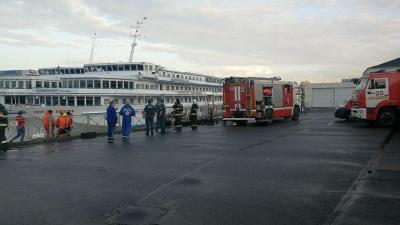 Смертельный пожар: в Санкт-Петербурге загорелся ростовский теплоход