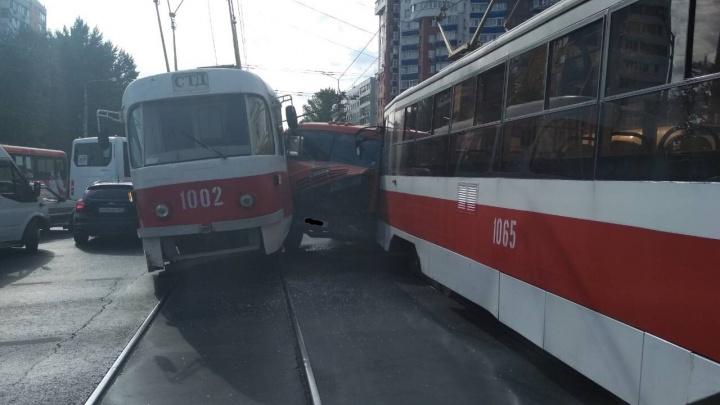 В ТТУ назвали виновника аварии с участием КАМАЗа и двух трамваев на Московском шоссе