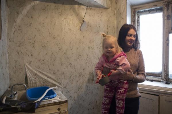 Чиновников обязали сделать ремонт в квартире