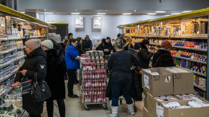 «Очереди человек под 50»: как новосибирцы готовятся ко встрече Нового года