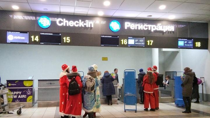 Толпа Дедов Морозов пыталась улететь из Новосибирска