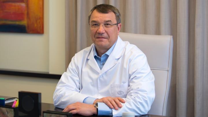 Лучшее время для лазерной коррекции и почему офтальмологи ходят в очках: интервью с Олегом Шиловских