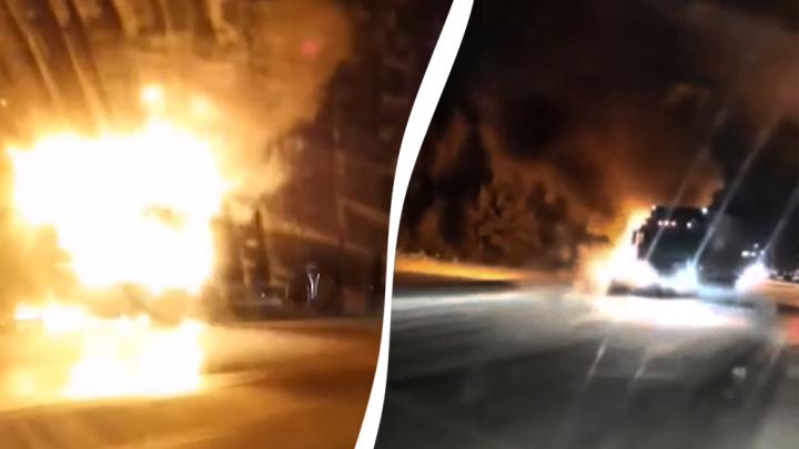 На трассе Тюмень — Ханты-Мансийск сгорел грузовик