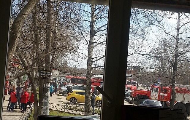 «У грузчика сгорели брови»: в «Пятёрочке» на Автозаводе произошёл пожар