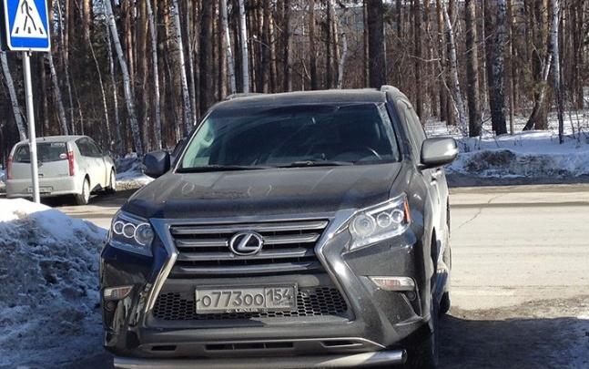 «Я паркуюсь как чудак»:Lexus ООО —не подвластен даже ГИБДД