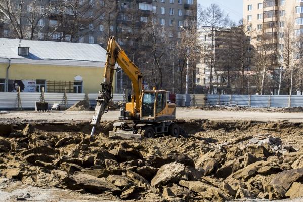 В Центральном парке началось строительство необычного фонтана с водным экраном, на котором можно будет транслировать видео