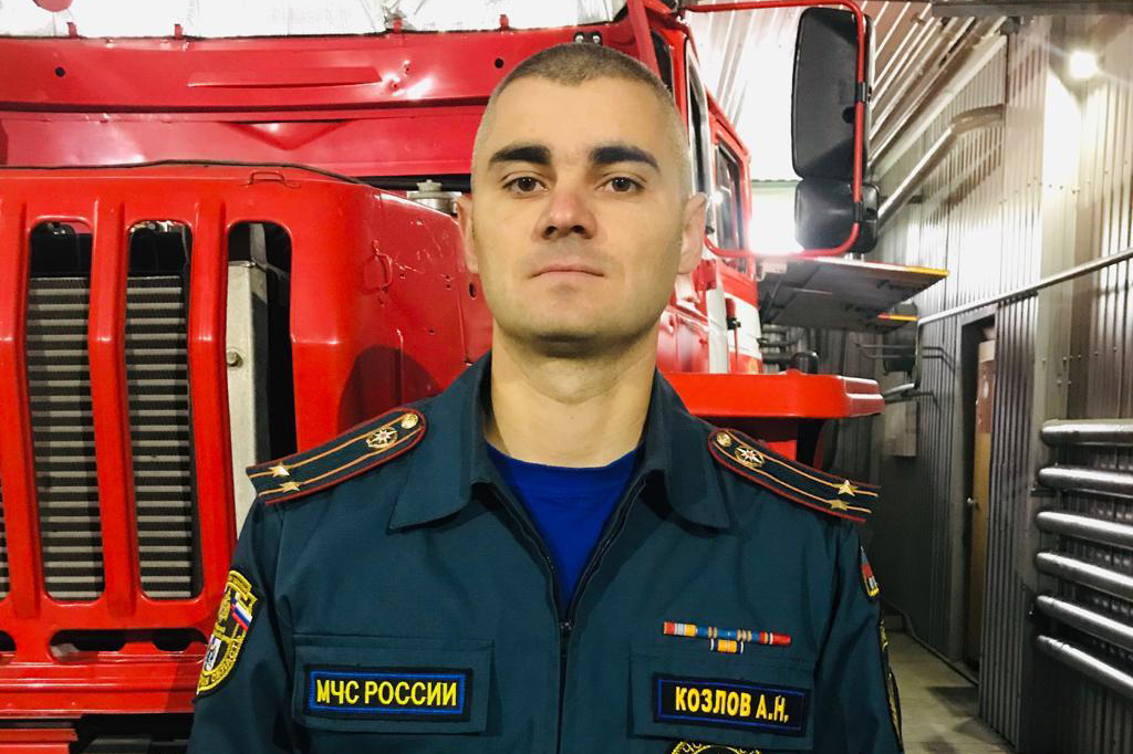 Алексей Козлов признаётся, что у начальника пожарной части всегда найдётся дело до официального начала рабочего дня