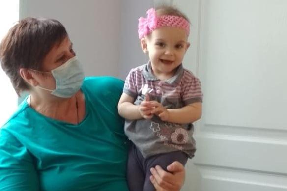 «Стала взрослой и деловой»: родные погибшей в аварии волгоградки добились опеки над ее дочкой