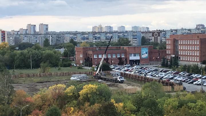 Возле Челябинского госуниверситета начали строить спортивный комплекс. Смотрим, каким он будет