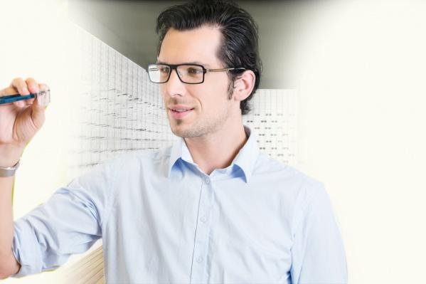 Очки стали мощным аксессуаром к деловому образу
