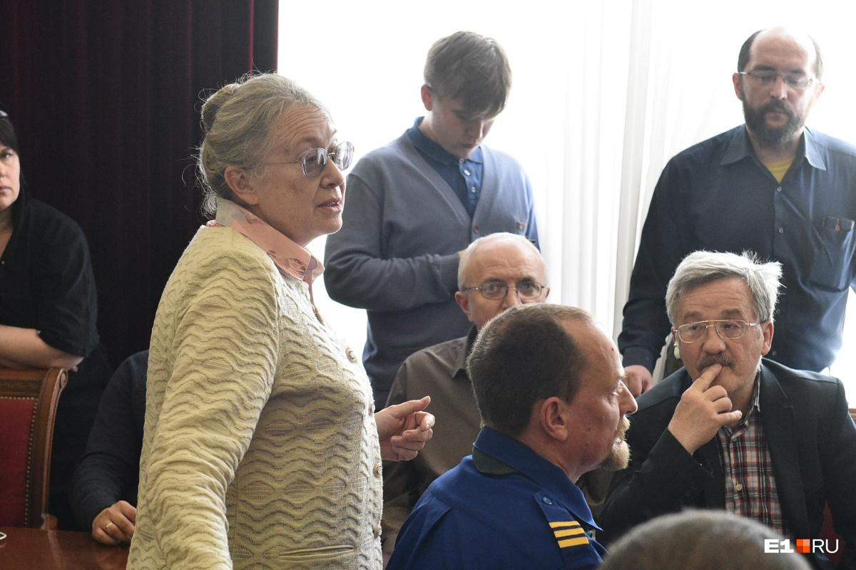 Вопрос мэру задала эта женщина
