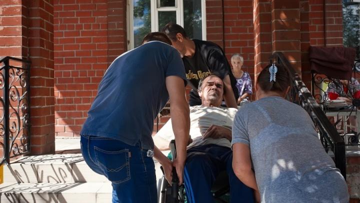 Ненужные люди: истории уральских стариков, которых родственники сдали в приют
