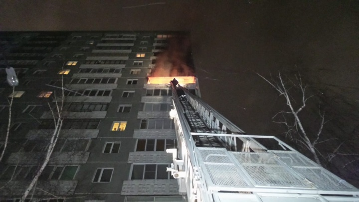 «Квартиру взламывали»: при пожаре в многоэтажке на ЖБИ погиб 47-летний мужчина