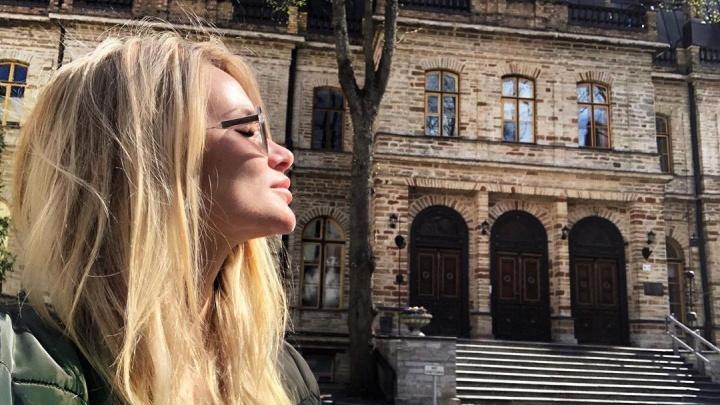 Блогер из Красноярска сфотографировалась у старого замка в Таллине и нашла на снимке призрака