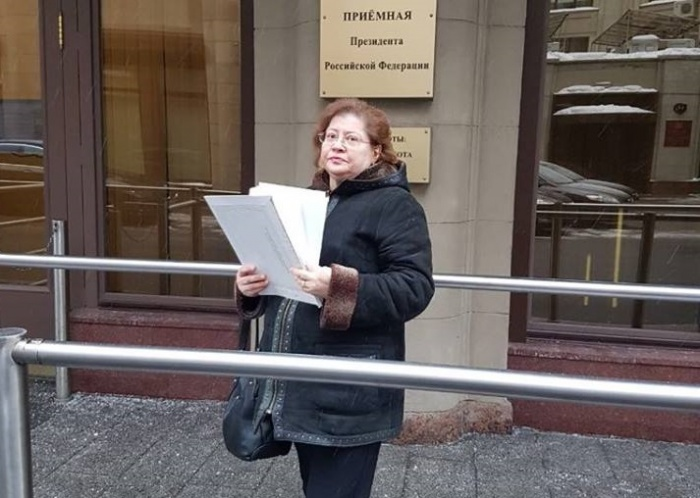 Проектировщик-урбанист из Москвы Елена Серебрякова —единомышленник уральских активистов. Она помогла передать подписи в приёмную президента