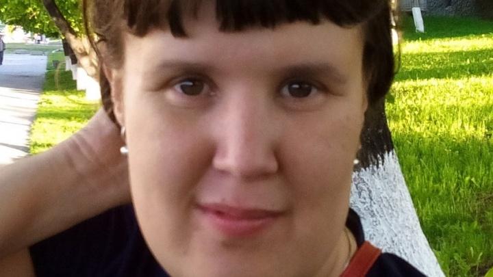 В Кольцово по дороге домой пропала рыжеволосая девушка