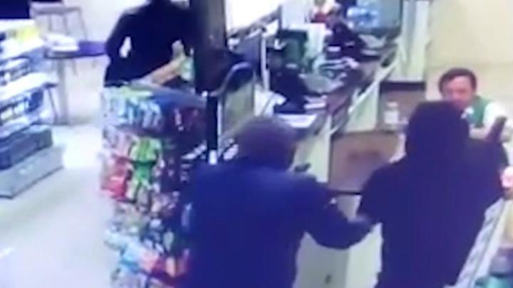 Трое в масках: вооруженные грабители напали на заправку «Башнефти» под Уфой