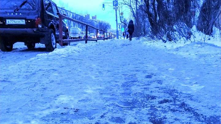 Мама пятилетней девочки, сломавшей руку на ледяном тротуаре, засудит мэрию